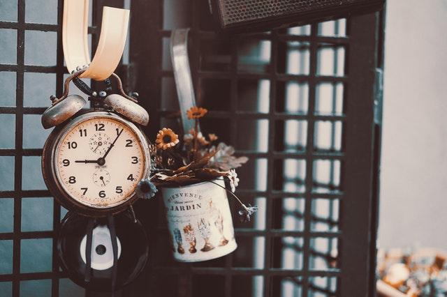opriti timpul