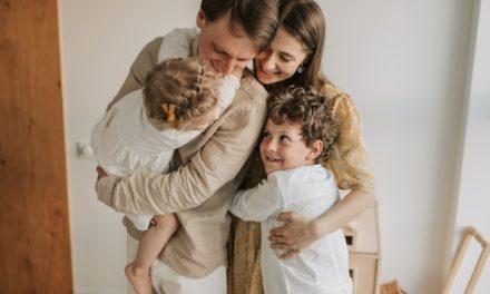 7 Sfaturi pentru parintii care vor un copil fericit la scoala si acasa