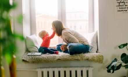Cum sa-ti iubesti cu adevarat copiii iubindu-te pe tine insuti