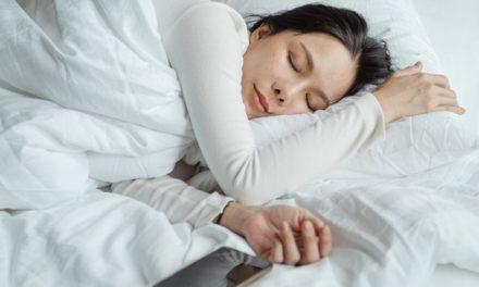 "Butonul ""snooze"" pe care il folosesti dimineata iti poate afecta sanatatea somnului"