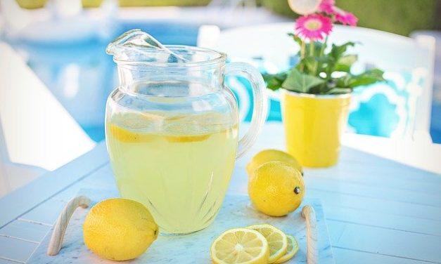 Apa plata cu lamaie – 6 Beneficii pentru sanatate