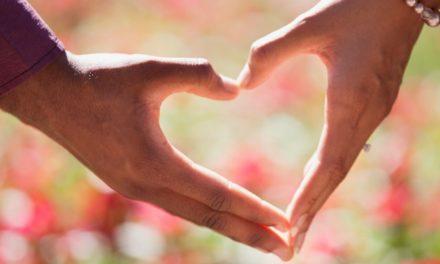 Traieste, iubeste, respecta, ai grija, dar nu te atasa. – Osho